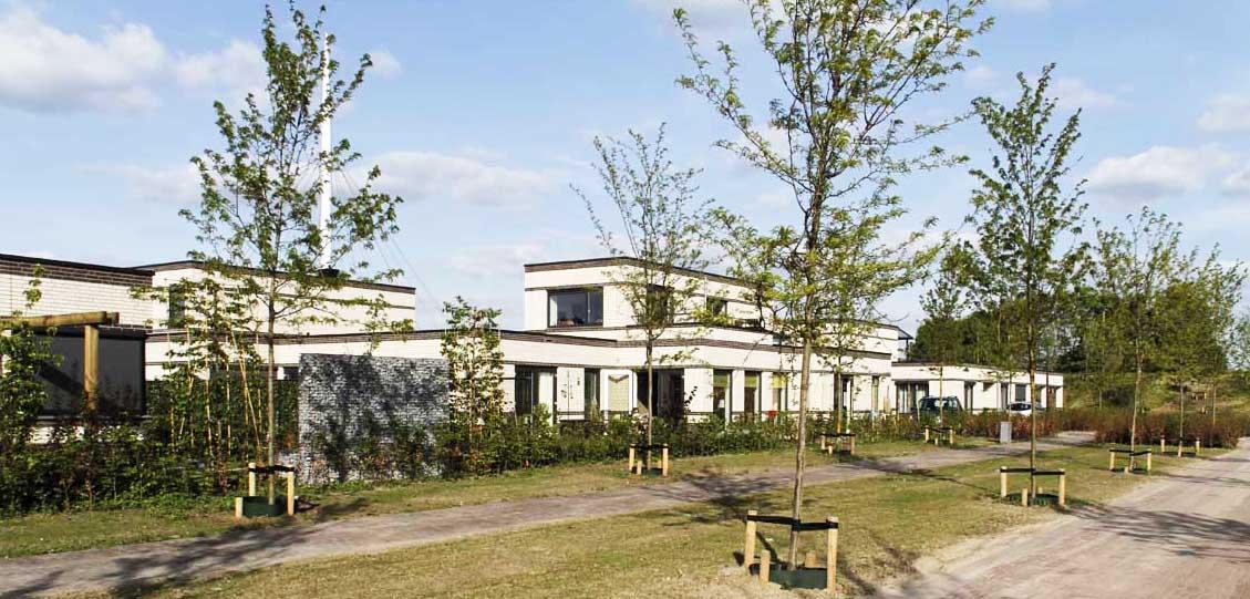 Seniorenwoningen met brede tuinen aan een hofje in Eindhoven uitgevoerd als co-creatie