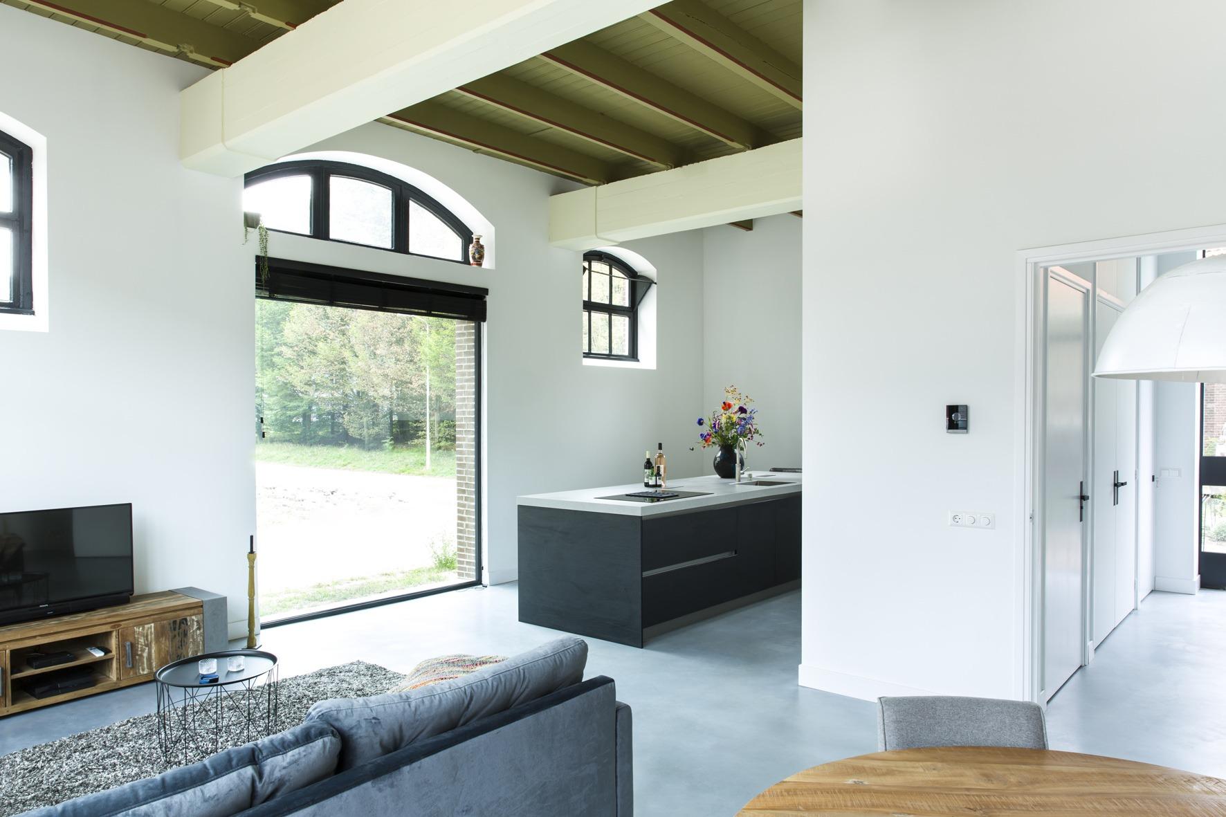 De originele kleuren zijn teruggebracht door Arnhemse architect in deze loft