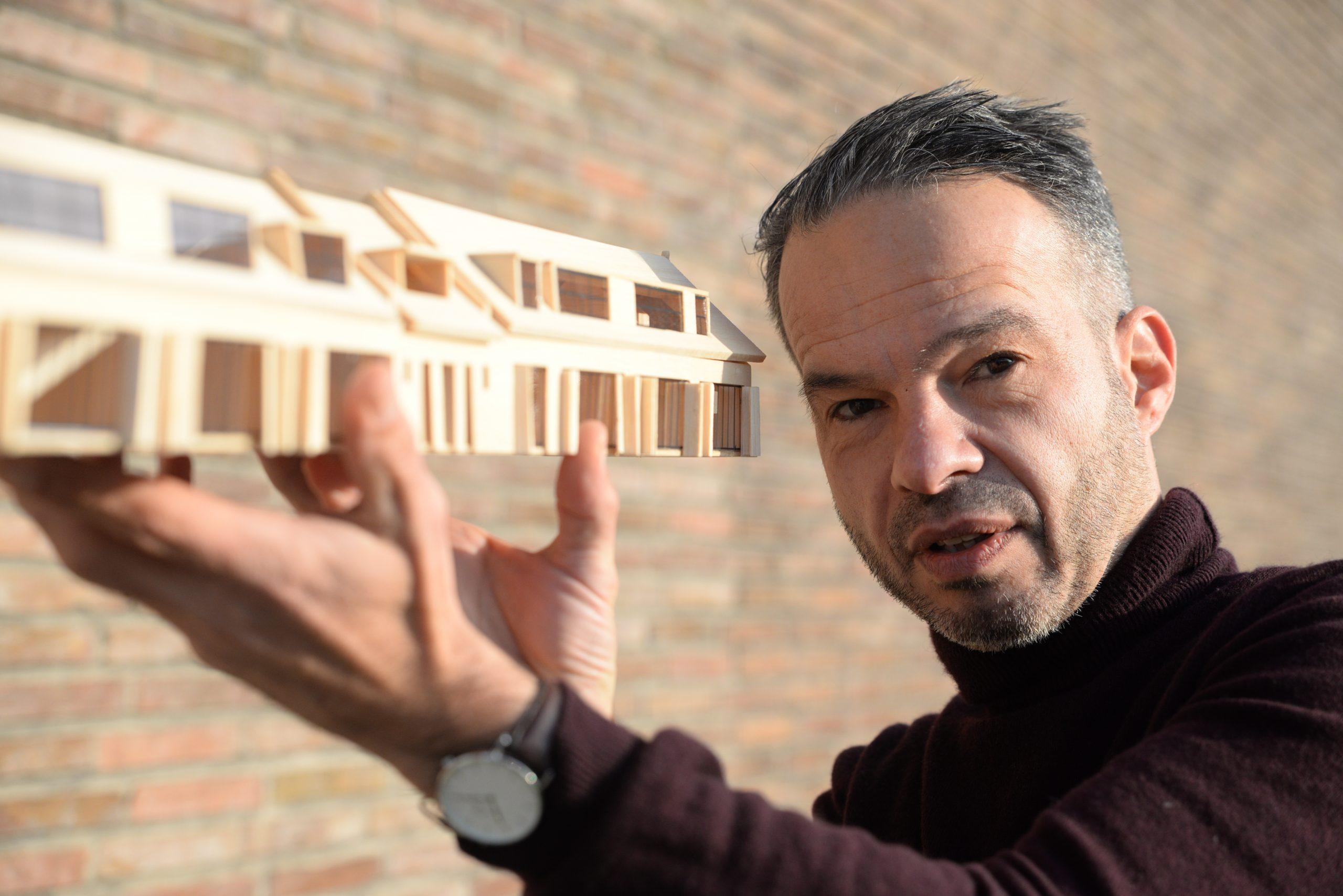 Arnhemse architect met maquette