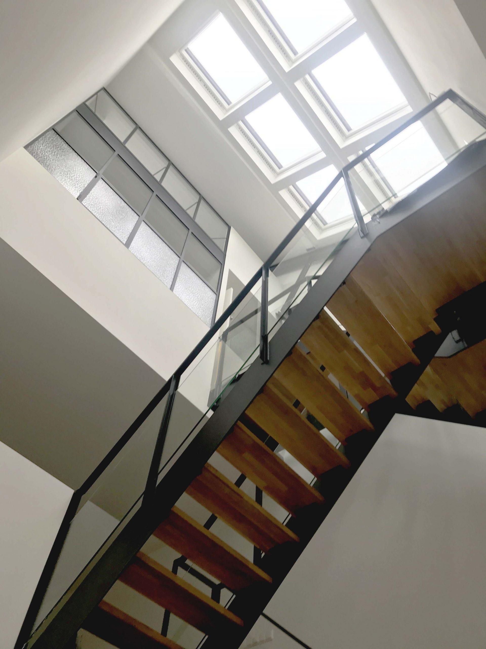herontwikkeling en architectuur stalen trap in loft te Ede